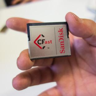 Карта памяти Sandisk CFast 2.0